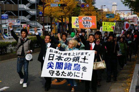 熱気を帯びるデモ行進