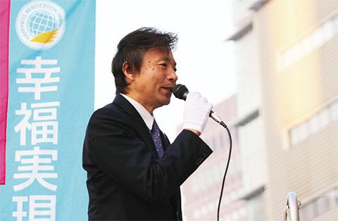 街宣する及川幸久党外務局長