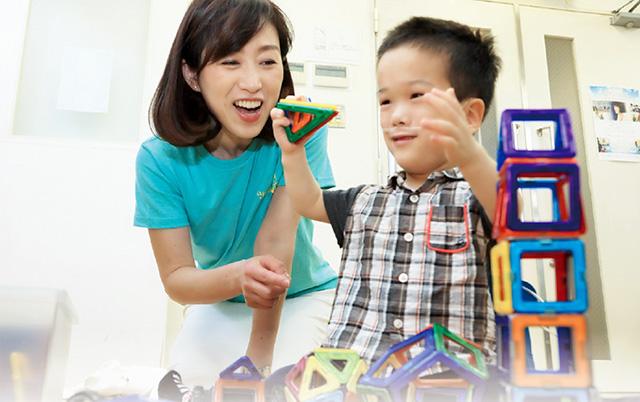 障害児支援団体「ユー・アー・エンゼル」を訪れた釈党首