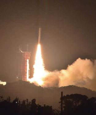 鹿児島県・内之浦から発射されるイプシロン。小型の衛星などを搭載して宇宙に飛び立つ。