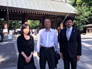 靖国神社参拝・終戦の日式典で挨拶