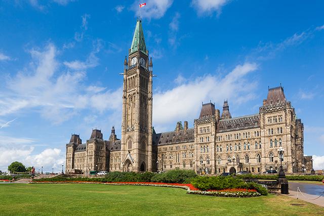カナダの首都・オタワの連邦議会。