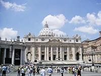 カトリックの総本山、バチカン市国のサン・ピエトロ大聖堂。