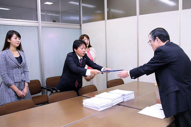 【活動報告・東京都本部】10月3日(水)「中国国内の人権擁護の促進をするための署名」提出集会を開催
