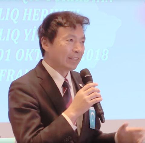 スピーチを行った及川外務局長。
