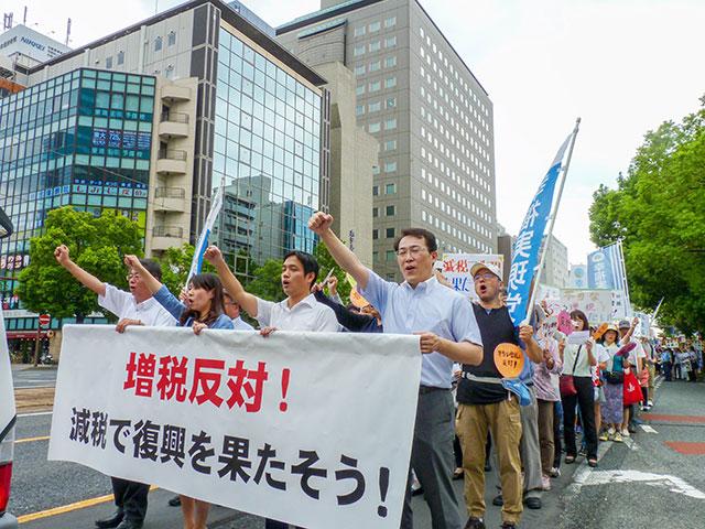 広島県本部 減税署名を提出