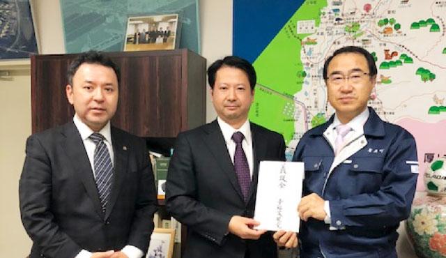 【活動報告】北海道厚真町に「平成30年北海道胆振東部地震 被災者支援募金」お届け