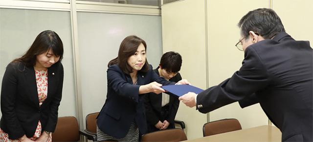 3月20日、内閣府に上記の政策を提案する「台湾と国交回復し関係強化を求める要望書」を提出しました。