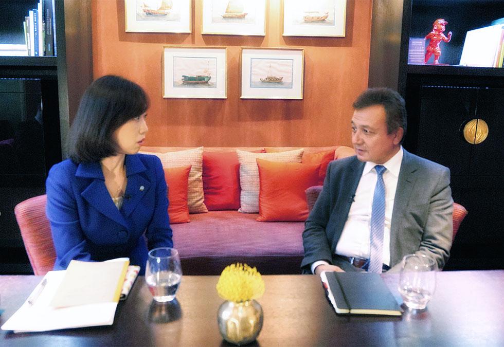 世界ウイグル会議のドルクン総裁と釈党首が対談