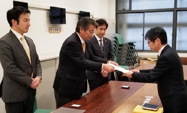 左から、野村昌央党広島県第3支部代表、福田三男党広島県本部代表、国領豊太党選対委員長代理(兼)青年局長